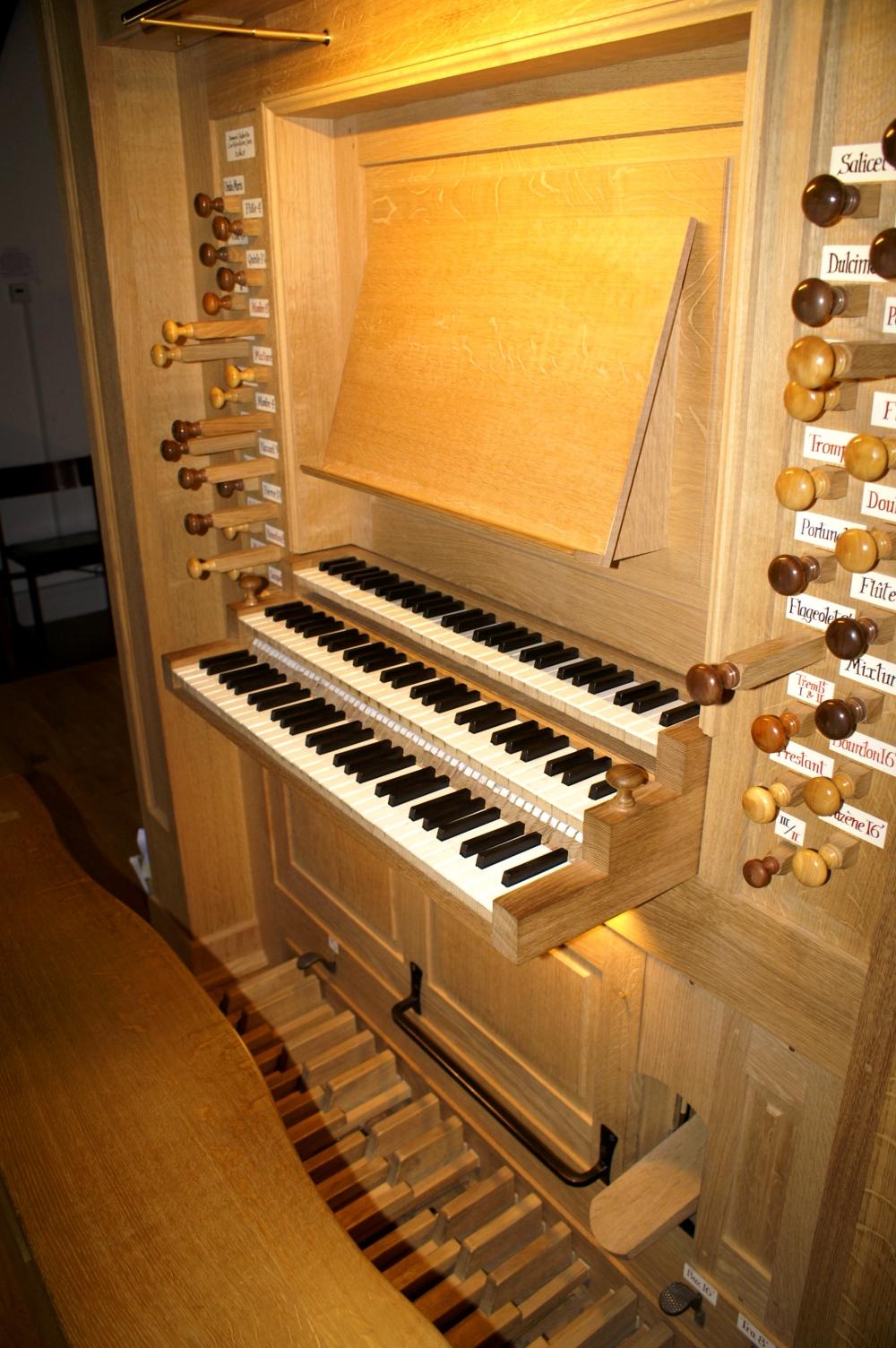 Aubertin organ console, St. John's College, St Giles (Photo: R Blanch)