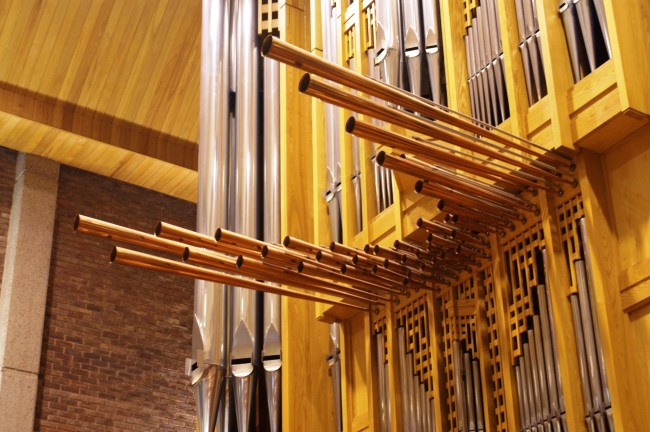 London pipe organs – contrasts of color and style
